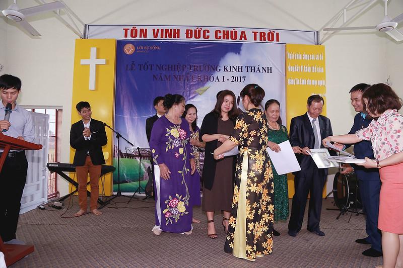 Le tot nghiep khoa hoc kinh thanh tai Mong Cai 11-2017 (4)