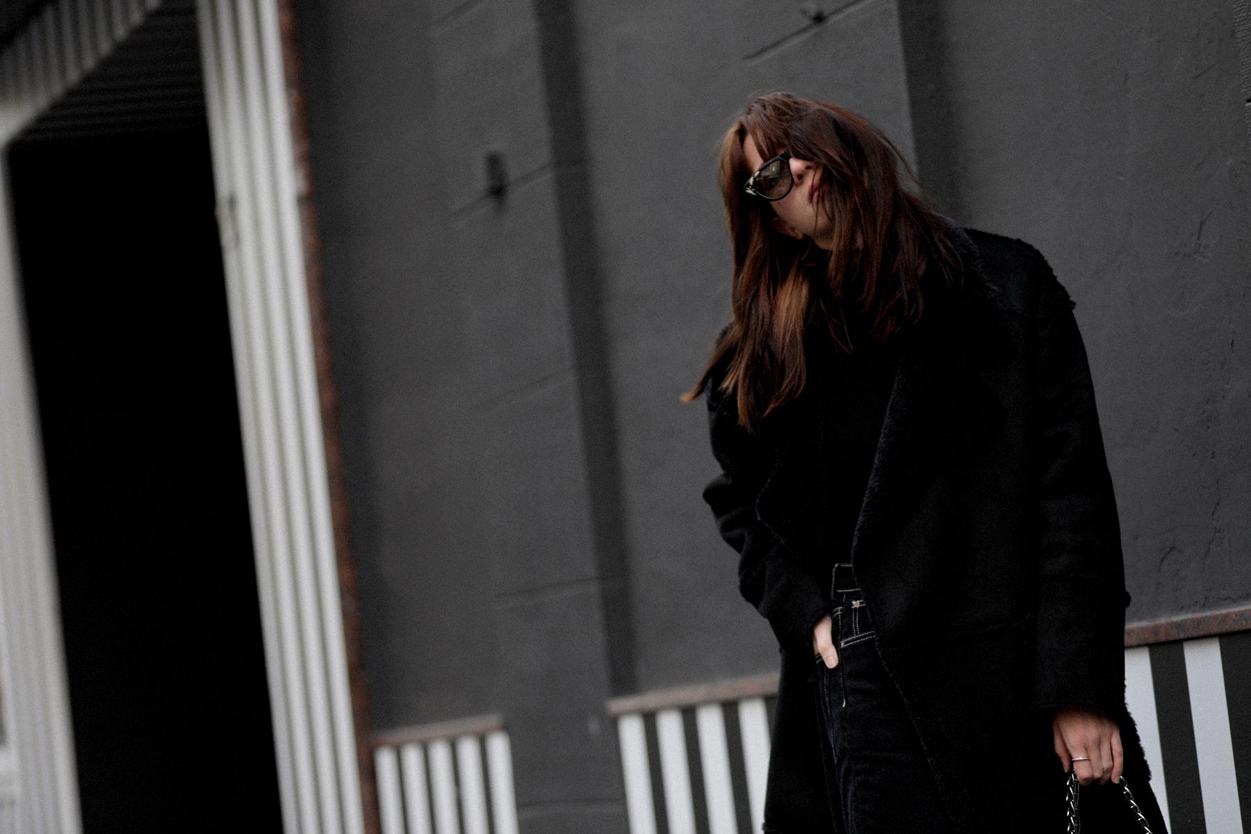 outfit black coat mango zara allblack allblackeverything winterlook fall winter fashion fashionblogger düsseldorf germany cats & dogs modeblog styleblog 3