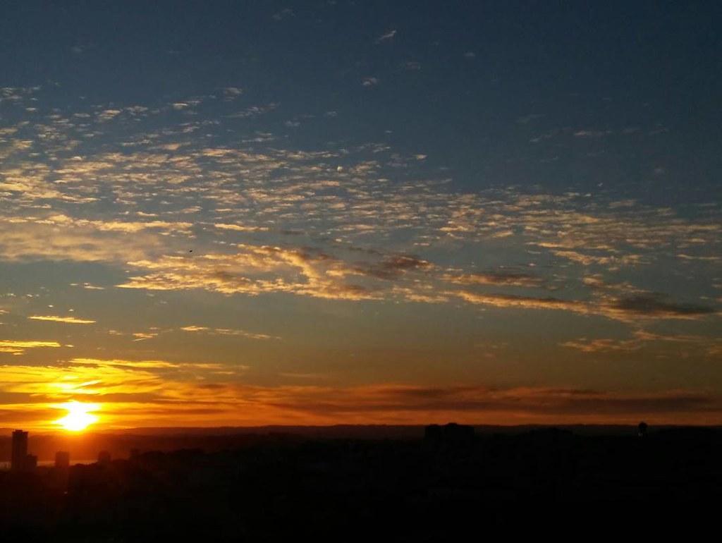 Amanecer desde Los Rosales. #Coruna #sunrise #phonephoto #sky #autumn #sinfiltros #nofilter #sun #clouds