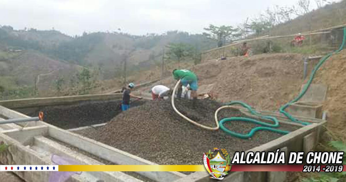 Se realiza limpieza en la planta de agua potable de Convento