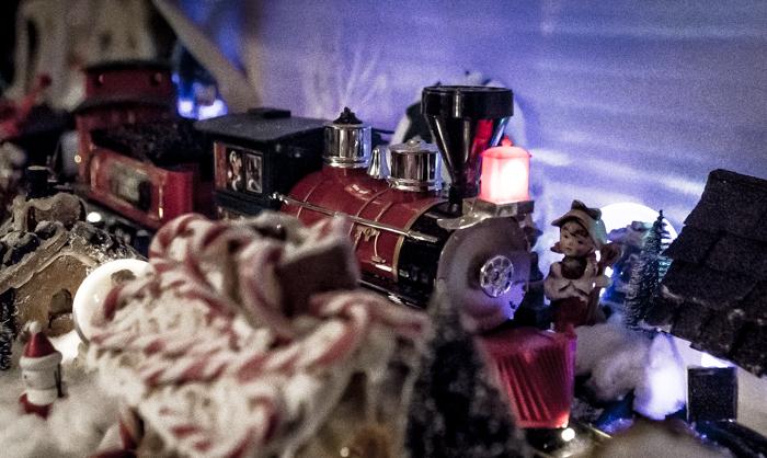Loviisan Wanhat joulutalot talo nro 19 Kimmon joulumaa Kimmo Lonka sähköjuna junarata lelu