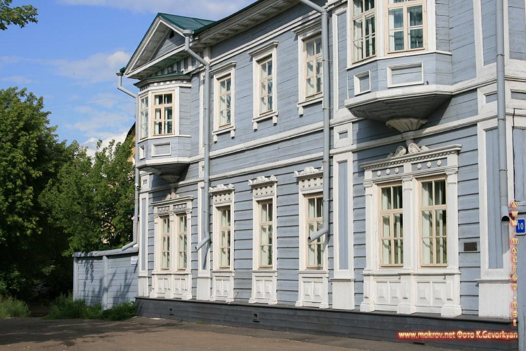 Город Иркутск с фотокамерой прогулки туристов.