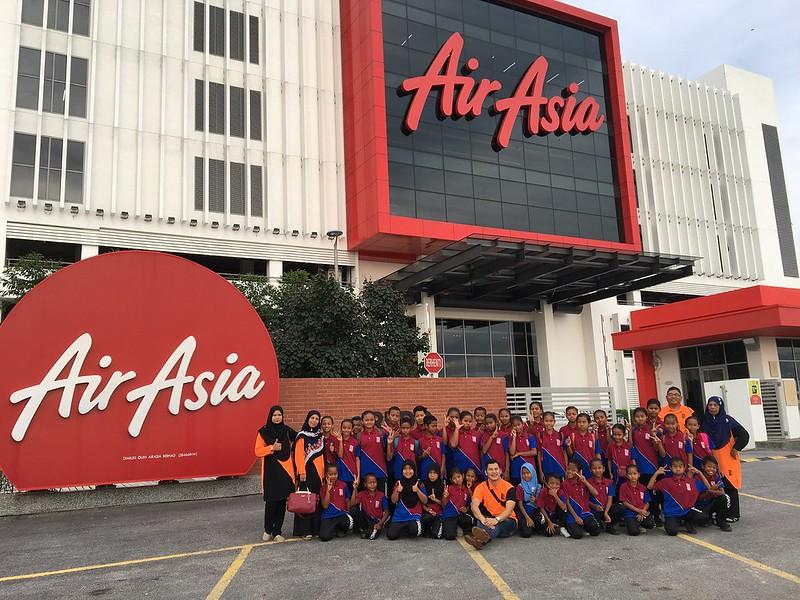 Airasia Realisasikan Impian Pelajar Orang Asli Untuk Terbang