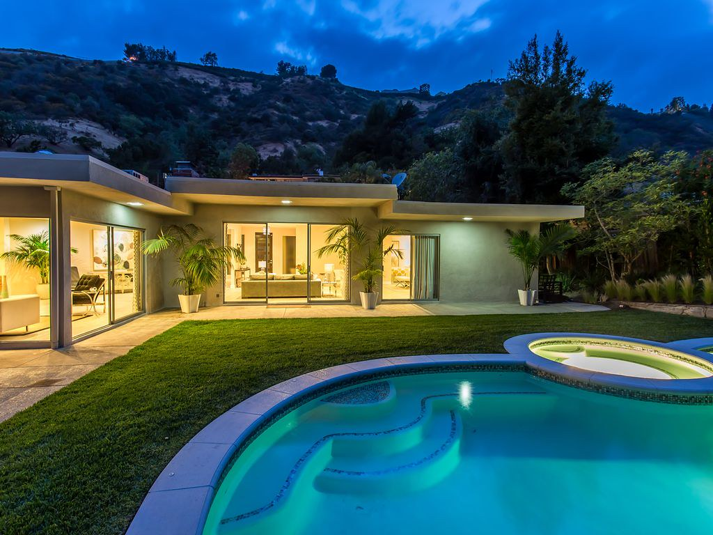 1922 N Beverly Dr,Beverly Hills,California 90210,4 Bedrooms Bedrooms,4 BathroomsBathrooms,Apartment,N Beverly Dr,6165