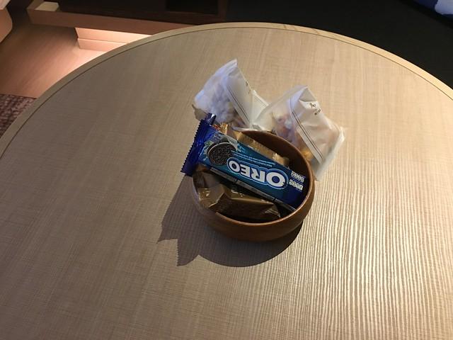 桌上有提供一些小零食@宜蘭礁溪寒沐酒店