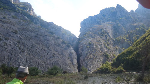 end of holtes canyon