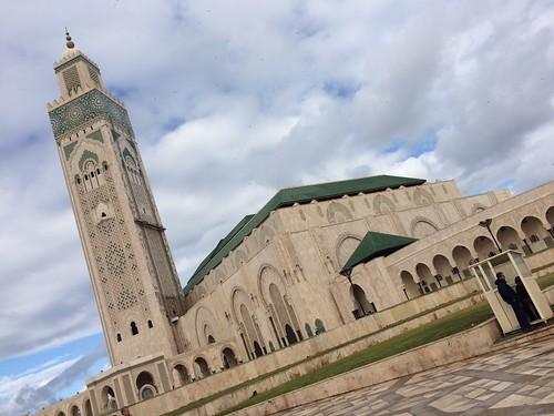 カサブランカに移動 唯一中に入れるモスク、ハッサン2世モスク