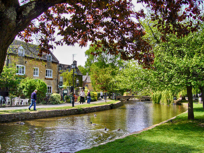 Bourton on the water, Gloucestershire. Credit Tanya Dedyukhina