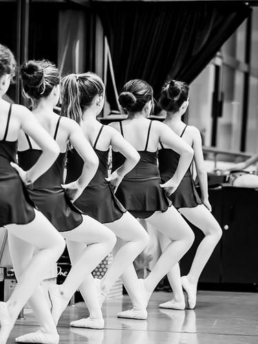Le groupe en cours de danse 38912648861_5f8d0bed93