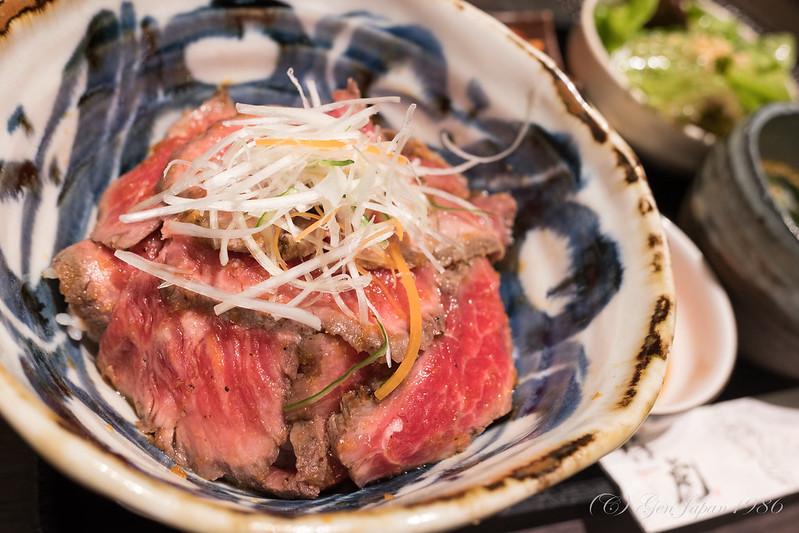 仔虎 ローストビーフ丼