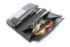 Portemonnaie mit Bitcoin Münzen