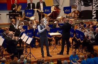 Solist Arfon Owen med Solna Brass
