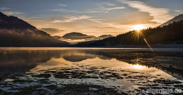 Sonnenaufgang am Sylvensteinsee