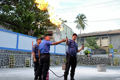Pemadaman Api pada pipa gas yang bocor