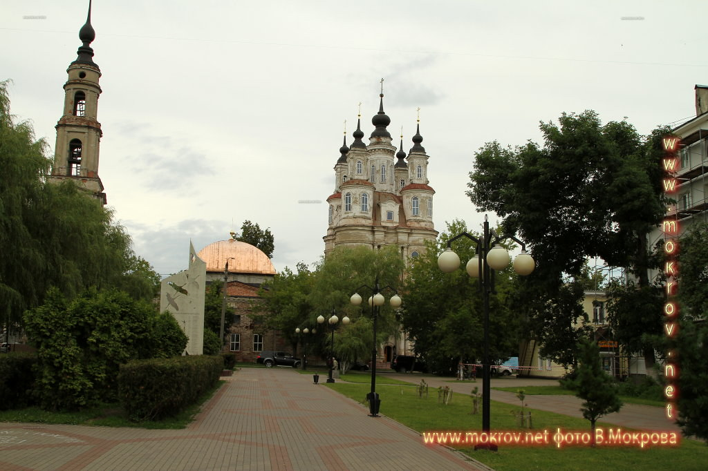 Среди храмов города Калуга выделяется церковь Космы и Дамиана, строительство которой закончено в 1794 году.