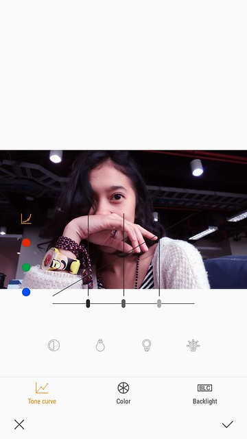 Mengubah foto dengan Opsi Advanced di aplikasi Photo Editor Pro bawaan di Samsung Galaxy J7+ (Liputan6.com/ Agustin Setyo W)