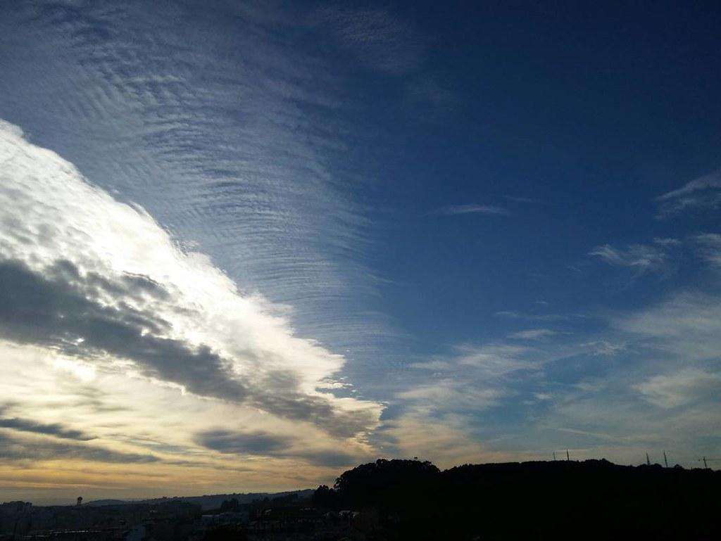 Nubes esta mañana sobre Coruña.#sinfiltros #nofilter #nubes #clouds #phonephoto #photography