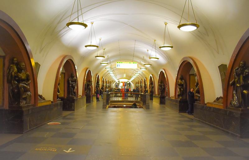 Ploshchad Revolyutsii Metro Station (Blue Line)