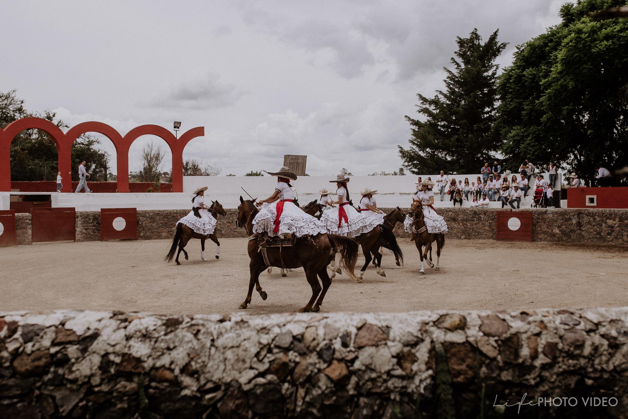 SanMigueldeAllende_Wedding_Callejoneada_Vaquillada_0008