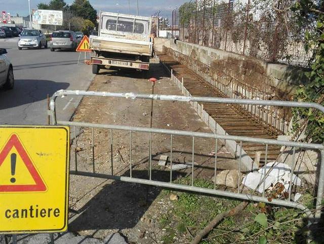 cantieri aperti per realizzazione marciapiedi