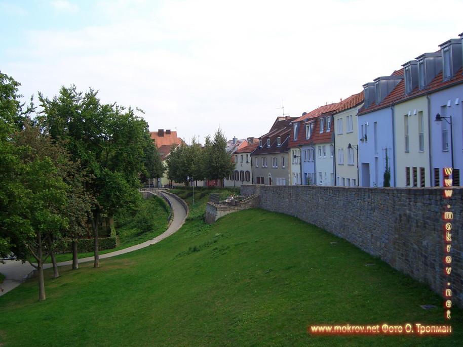 Город Швайнфурт прогулки туристов с фотокамерой