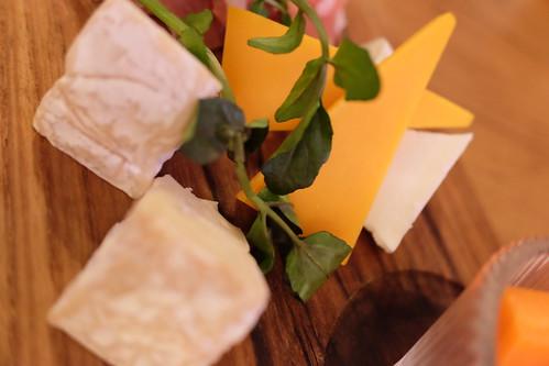 アンティパスト  チーズ3種(モッツァレラ、ミモレット、カマンベール)