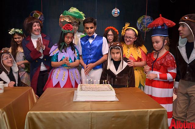 Lansmanın ardından oyunculardan Mustafa Can Karadede'nin doğum günü kutlandı.