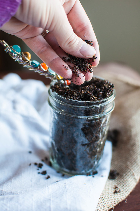 DIY Coffee Scrub makes a super easy and fun gift for your family and friends this holiday season. Using staple pantry ingredients, mix up this simple scrub in minutes.