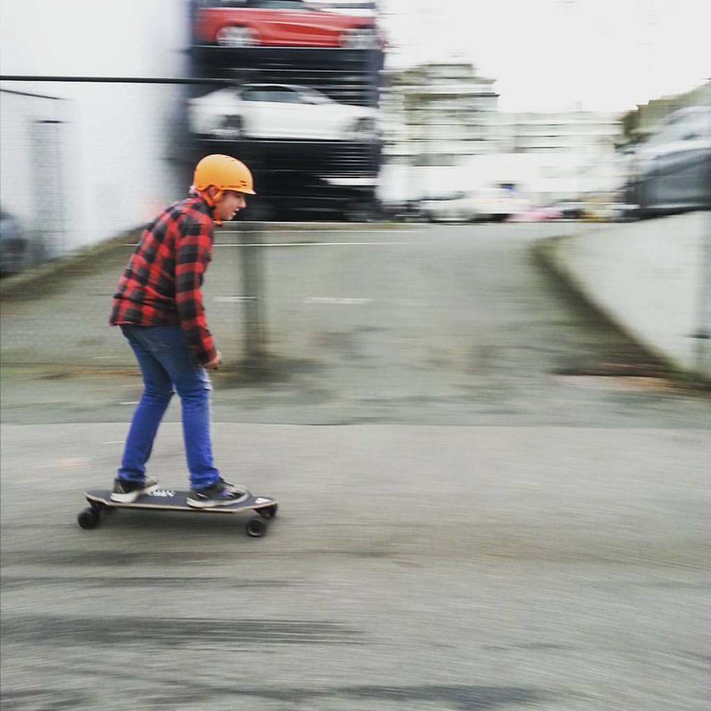 Whipping by on the Lectric e-skate! #lectric #lectricskate
