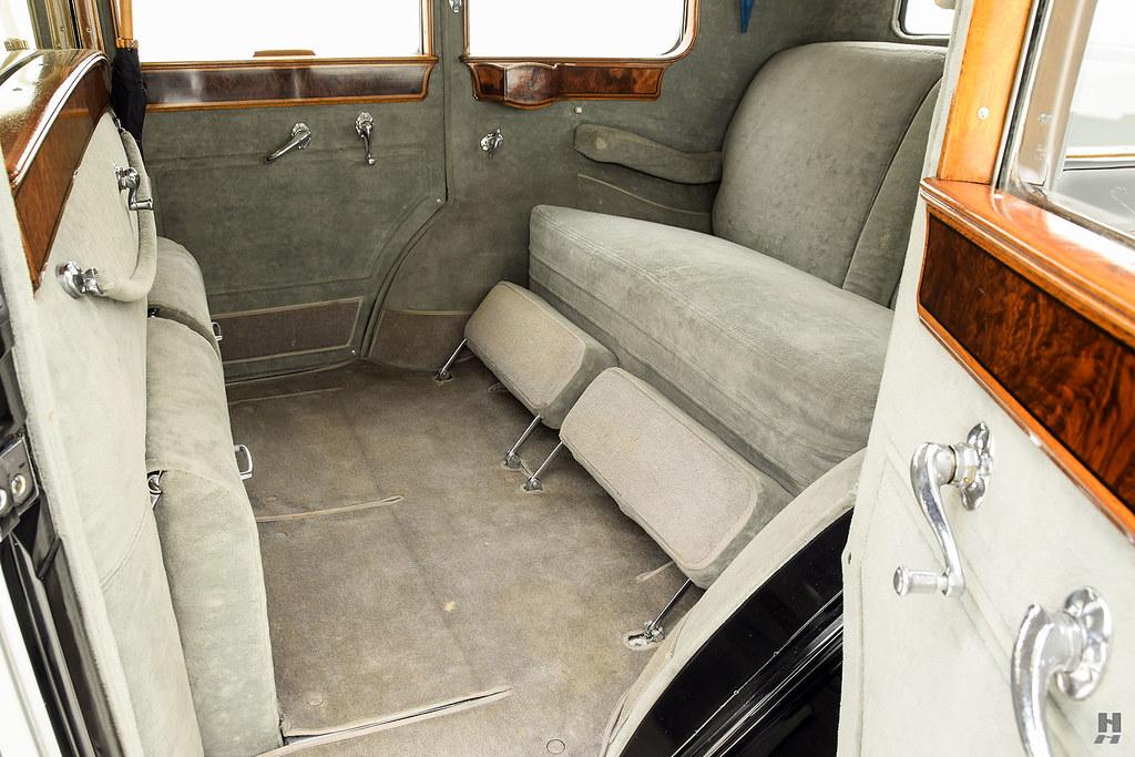 30006_L Cadillac Series 452 Fleetwood 452CI V16 3SPD Limousine_Black Silver