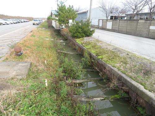 金沢競馬場近くのドブ川