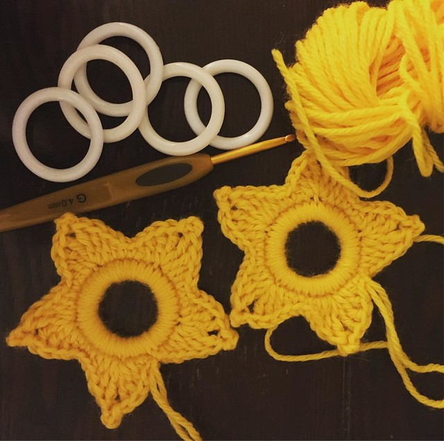 Whipping up some star ornaments. ⭐️️Only two rounds to work, each one only takes a few minutes to make. ✨ #crochet #ravelry