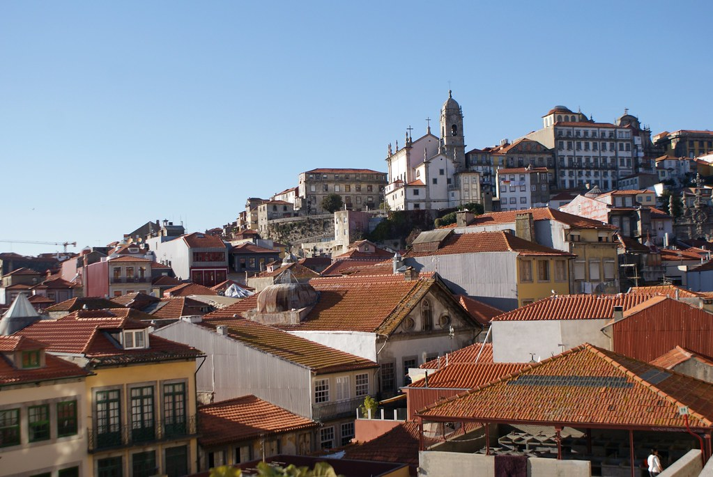 Vue depuis le parterre de la Cathédrale Sé de Porto.