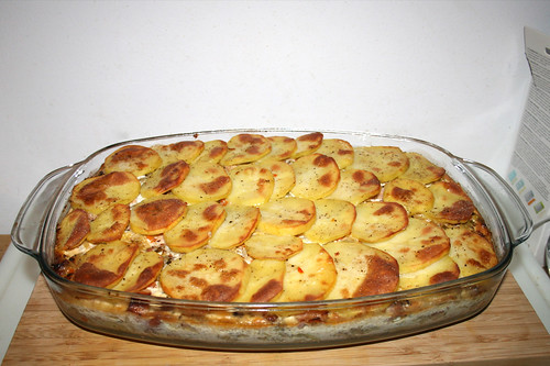 60 - Savoy potato casserole with smoked pork - Finished baking / Wirsing-Kartoffel-Auflauf mit Kasseler - Fertig gebacken