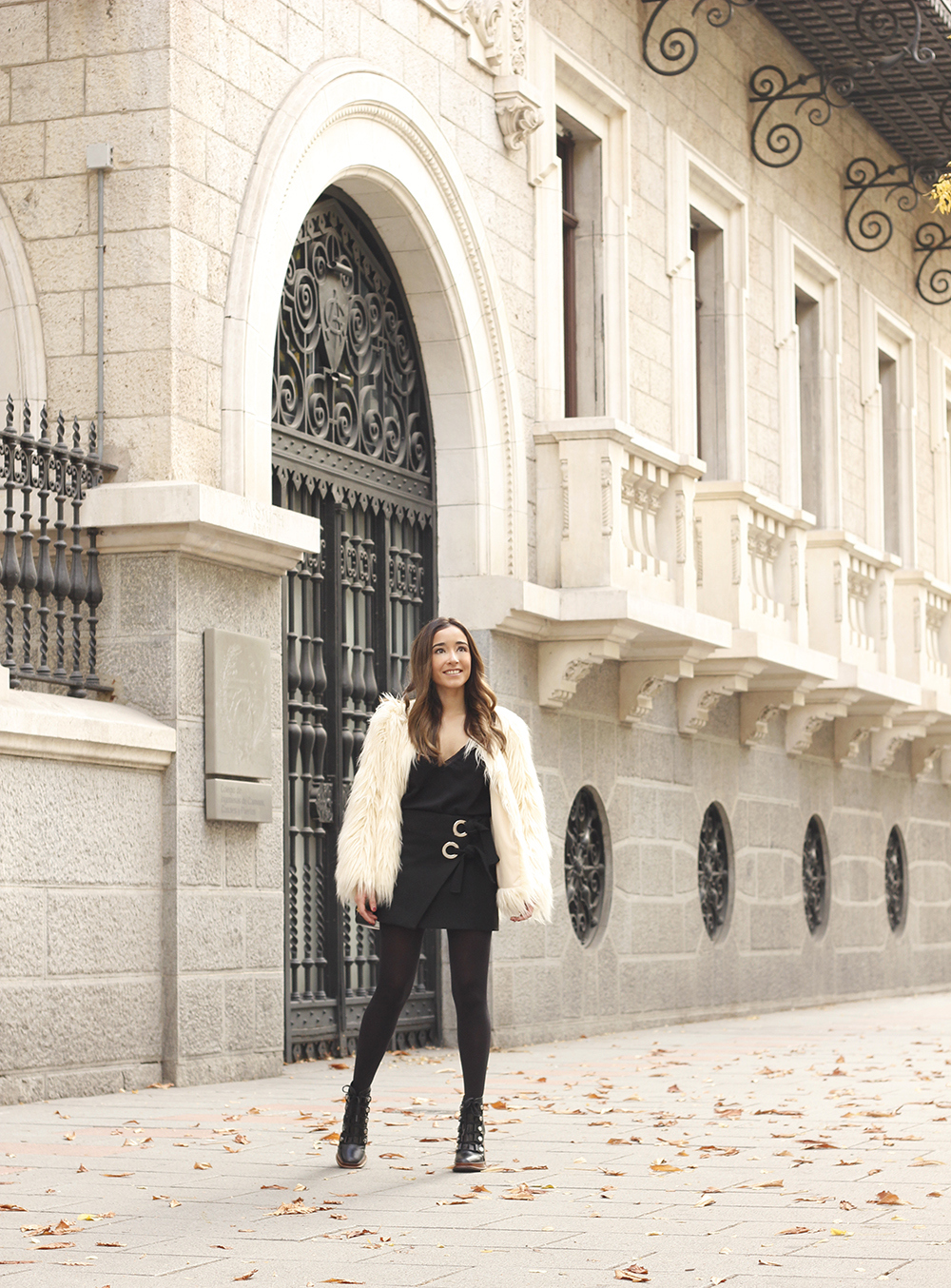 faux fur white coat black skirt military boots fall outfit street style12