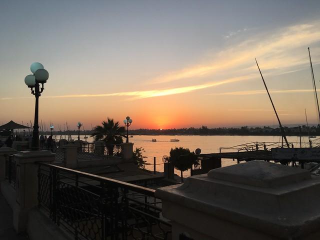 ナイル川と夕日