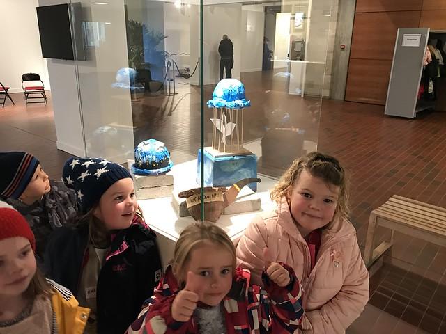 1ste en 2de leerjaar Windekind bezoekt tentoonstelling René Magritte