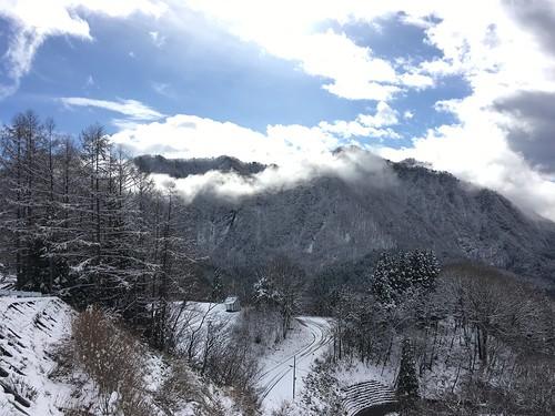 雪は山の神々しさを引き立たせてくれる