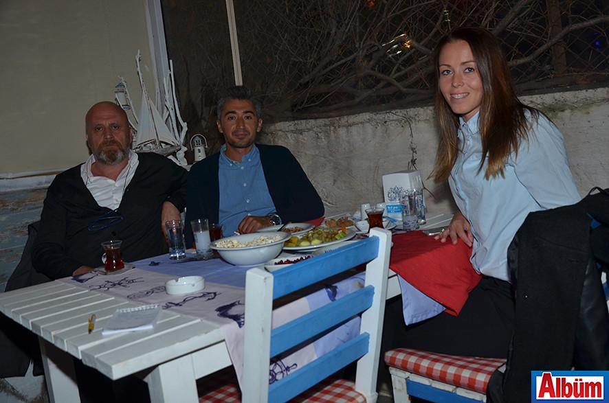 İşletme Sahibi Kenan Çakır, Metin Aşıkoğlu ve Eşi