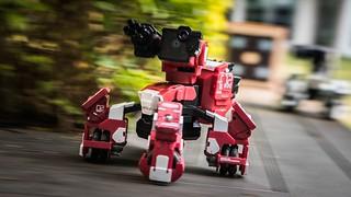 試著在槍林彈雨中掩護同伴,並一舉拿下敵方的機器人吧~ GJS Robotics【射擊對戰型機器人GEIO】精彩對決一觸即發!!
