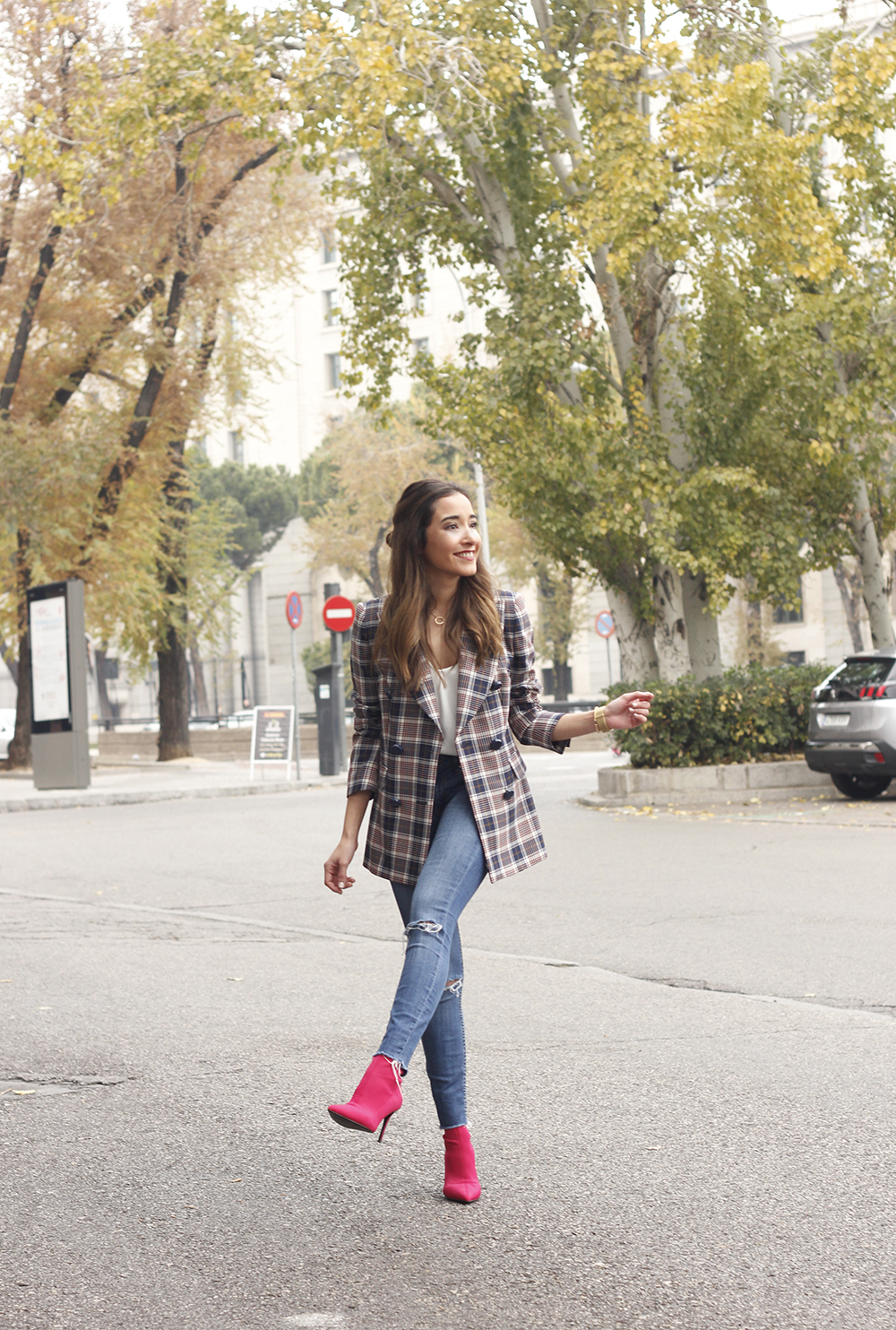 check blazer ripped jeans pink booties street style fashion outfit02