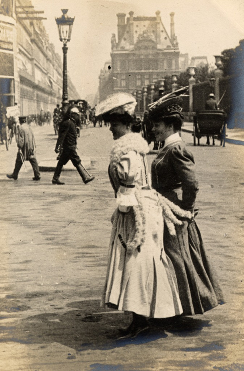 Crossing the boulevard, Paris, 1906