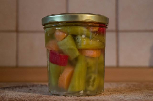 Τουρσί με καυτερές πιπεριές και καρότο