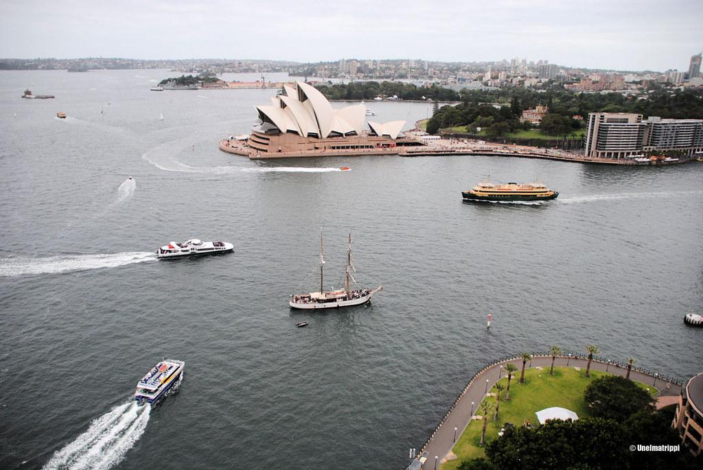 Sydneyn oopperatalo Sydney Harbour Bridgen Pylon Lookoutilta käsin