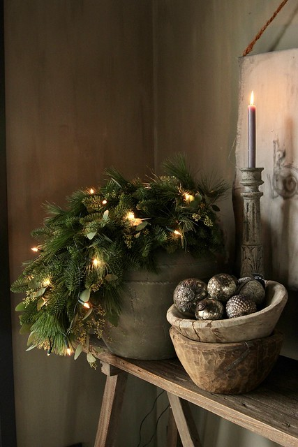 Kruik met toef en lichtjes sober kerst