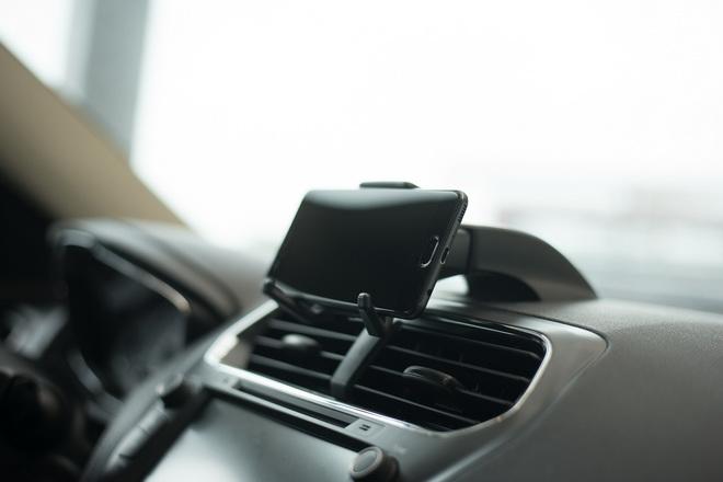 The All-New Ford Escort配備可攜式裝置支架兼顧娛樂與安全_2