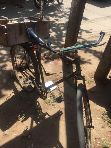 Sri Lankan bicycle. クラシックなバイクでとってもcool