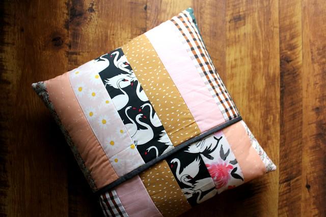 Swan Pillow Back