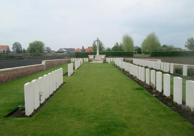Wietje Farm Cemetery, Graves