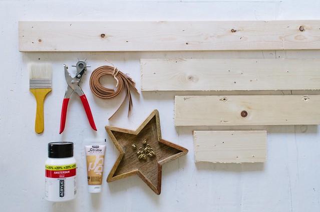 02-Christmas-Tree-Shelf